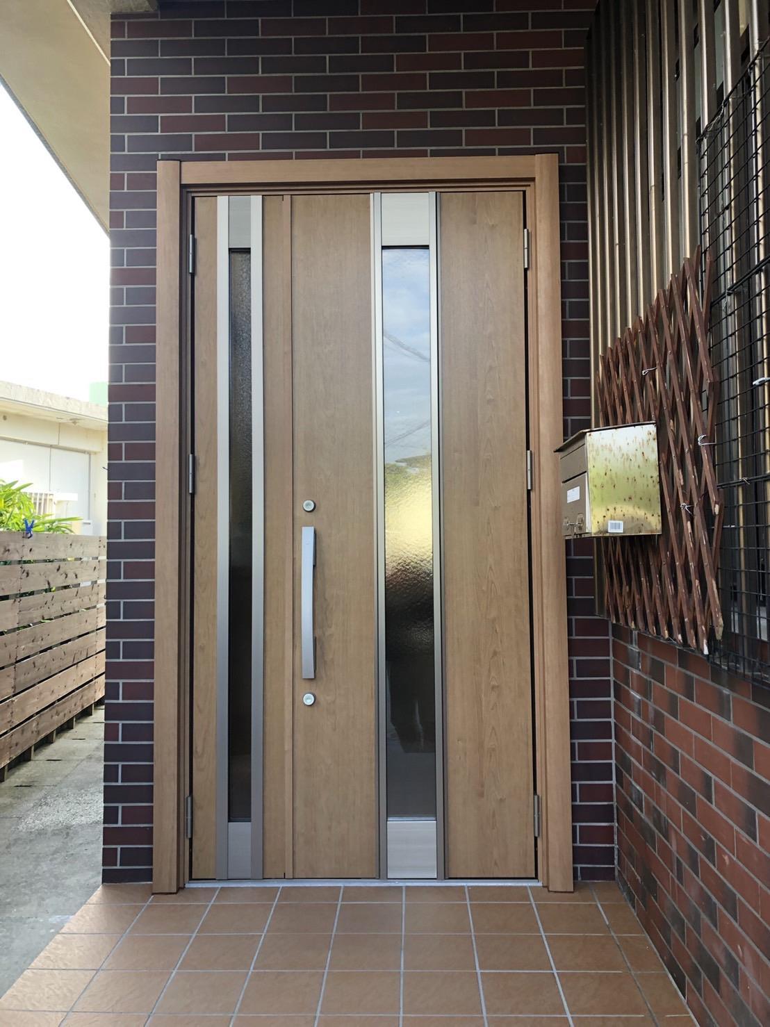 玄関ドア取替工事(リフォーム施工事例)を公開しました。   沖縄や那覇でリフォームするなら【株式会社 あうん工房】