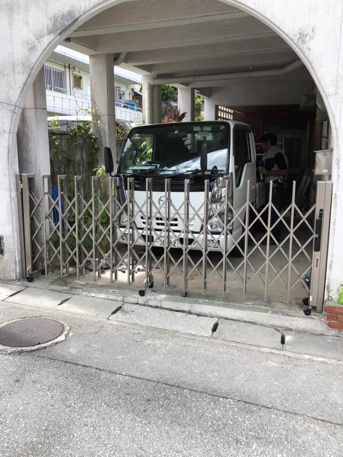 アコーディオン門扉設置工事(リフォーム施工事例)を公開しました。 | 沖縄や那覇でリフォームするなら【株式会社 あうん工房】
