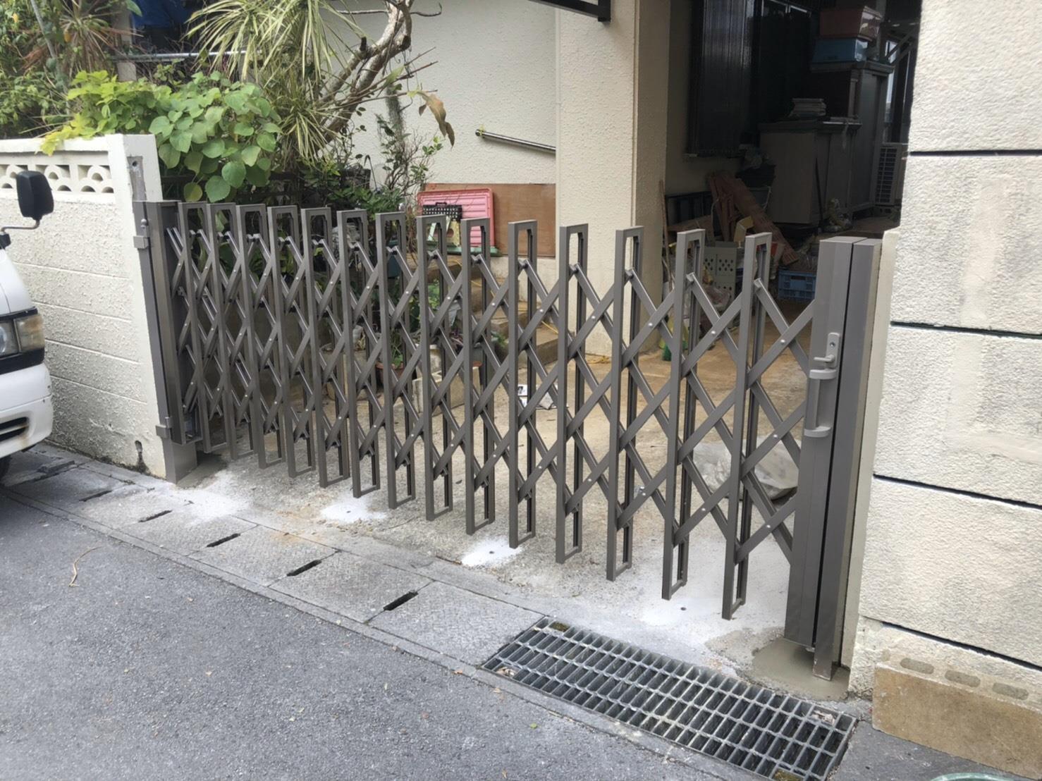 アコーディオン門扉(リフォーム施工事例)を公開しました。   沖縄や那覇でリフォームするなら【株式会社 あうん工房】